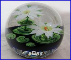 1987 STEVEN LUNDBERG Studios WHITE WATERLILY w LILY PADS PAPERWEIGHT 082615