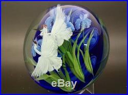 Daniel Salazar White Crane with Iris Art Glass Magnum Paperweight, Ap 3.5Hx4.5W