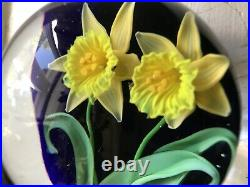 LARGE Gorgeous STEVEN LUNDBERG Double DAFFODIL Blue Ground GLASS Art PAPERWEIGHT