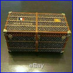 LOUIS VUITTON VIP LIMITED Trunk object paper weight MISS FRANCE