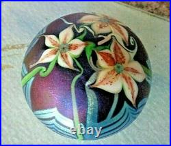 ORIENT & FLUME Glass 1978 Blue Iridescent Pulled Feather & Flower PAPERWEIGHT
