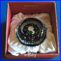 Perthshire Daisies White Daisy with Buds w Millefiori Cane Garland 1995D Box