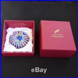 Perthshire LE 1995C Flower on Crown glass paperweight / presse papiers