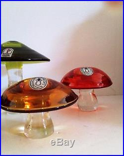 Pilgrim Glass Co. Instant Colored Glass Mushroom Paperweight Farm 5 Mushrooms