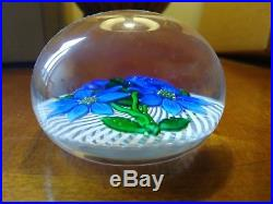 ST. LOUIS Blue Flowers on Lattice, Glass Paperweight