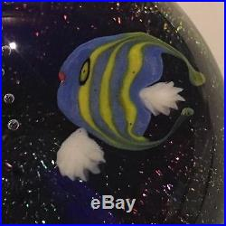 STEVEN LUNDBERG Yellow & Blue Fish Aquarium Paperweight Brand New